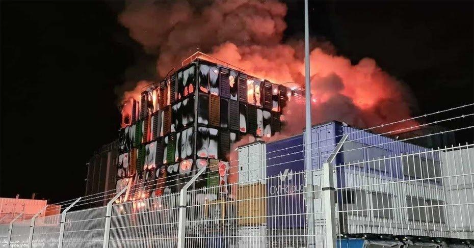 Arde un edificio del mayor servicio de alojamiento de Europa y tercero del mundo.